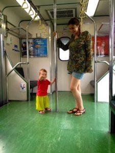 Im Zug von Taipei nach Keelung, Taiwan