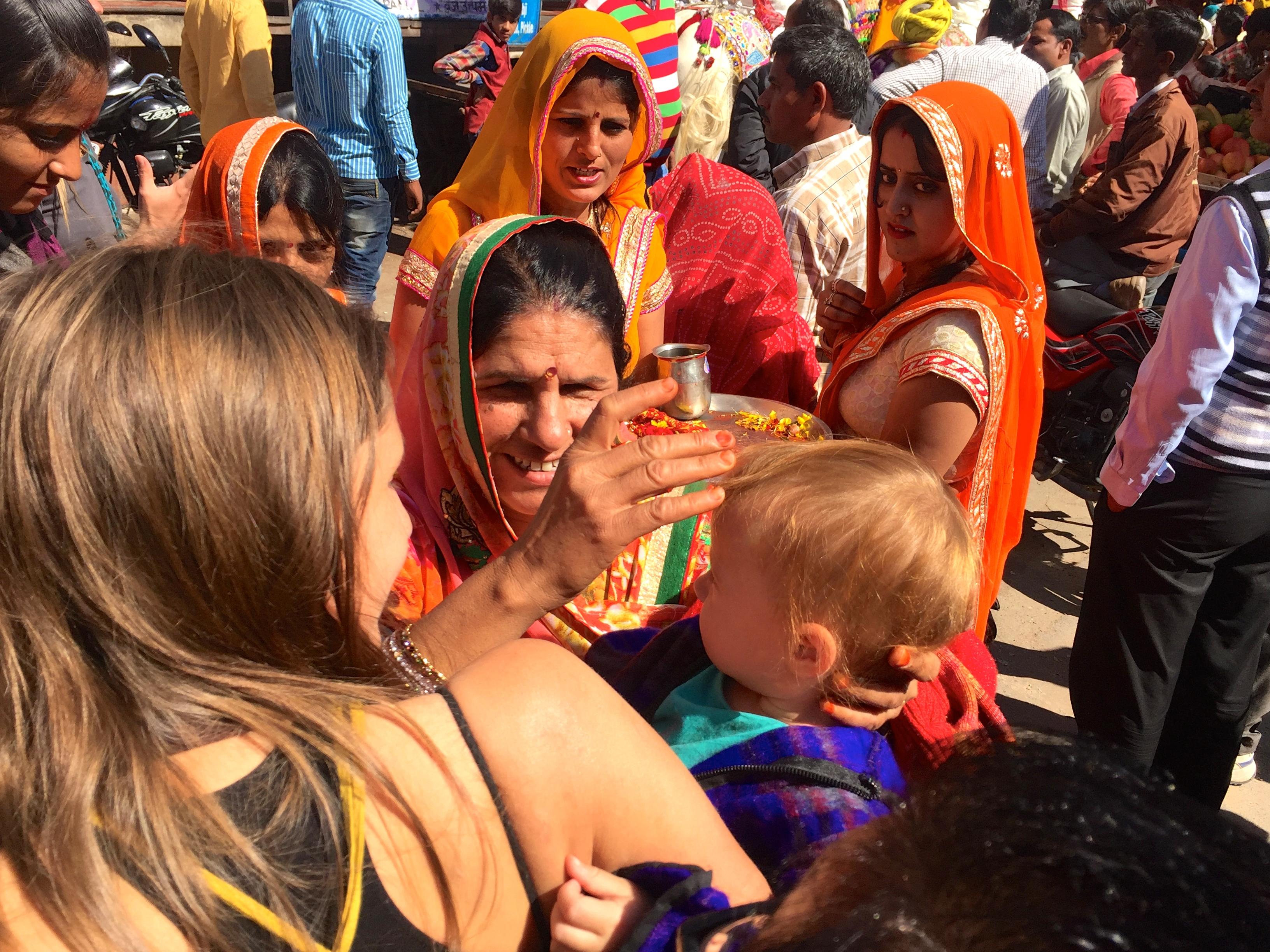 Familie auf einer Hochzeit in Pushkar
