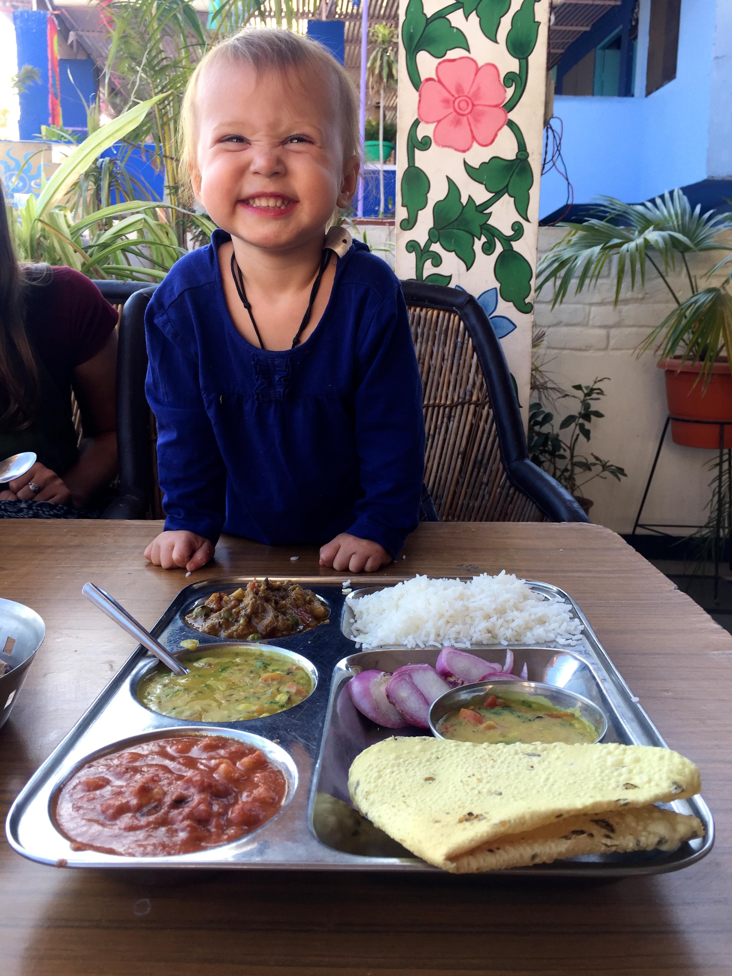 Indisches Essen und ein Kleinkind