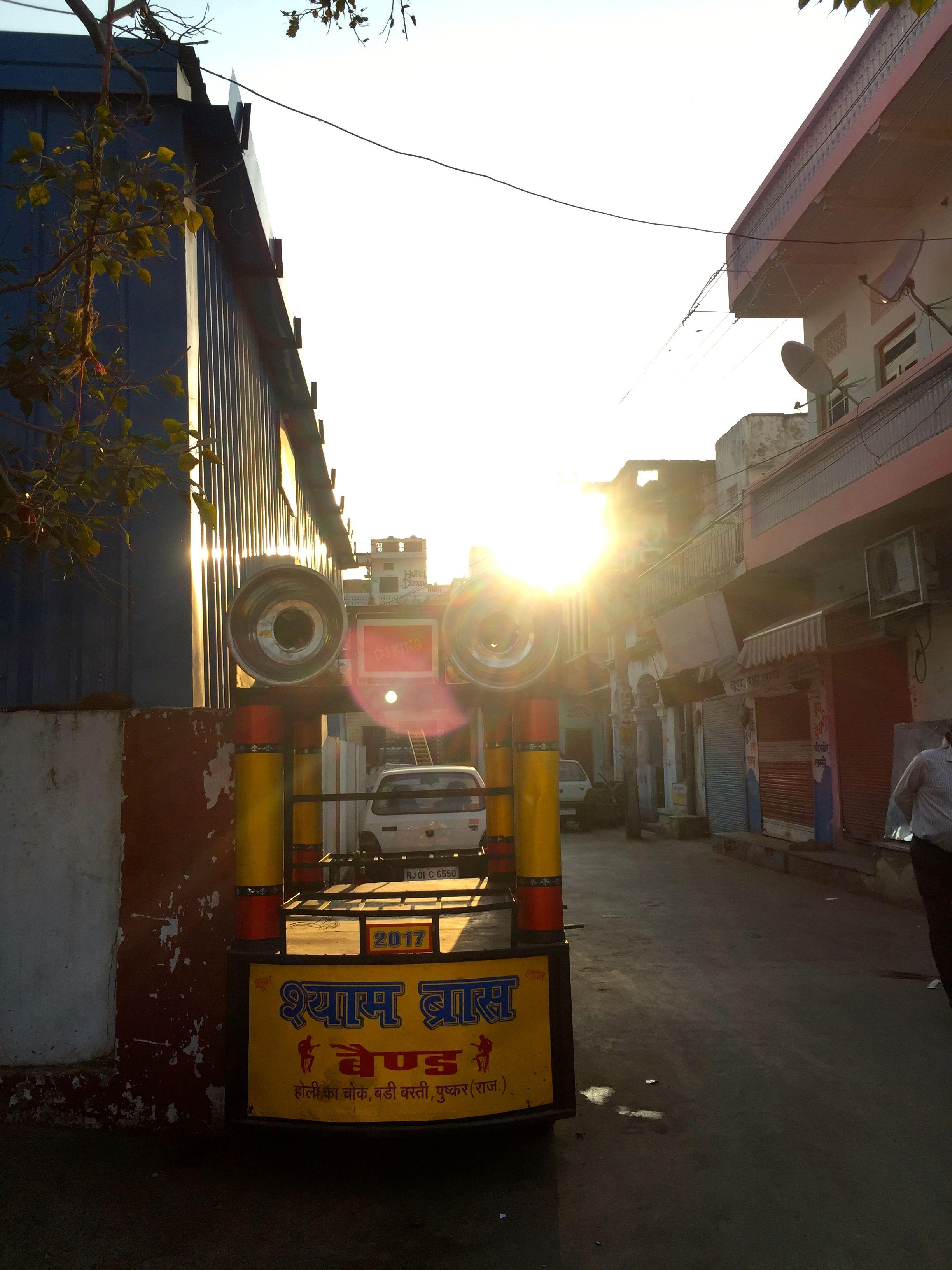 Lautsprecher-Wagen in Pushkar, der für Hochzeiten eingesetzt wird