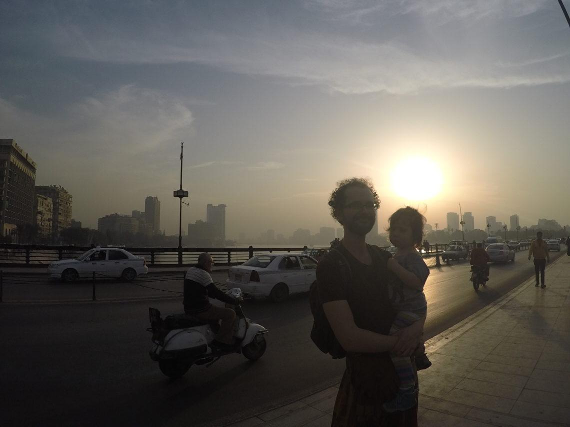 Papa mit Tochter am Nil in Kairo, Ägypten