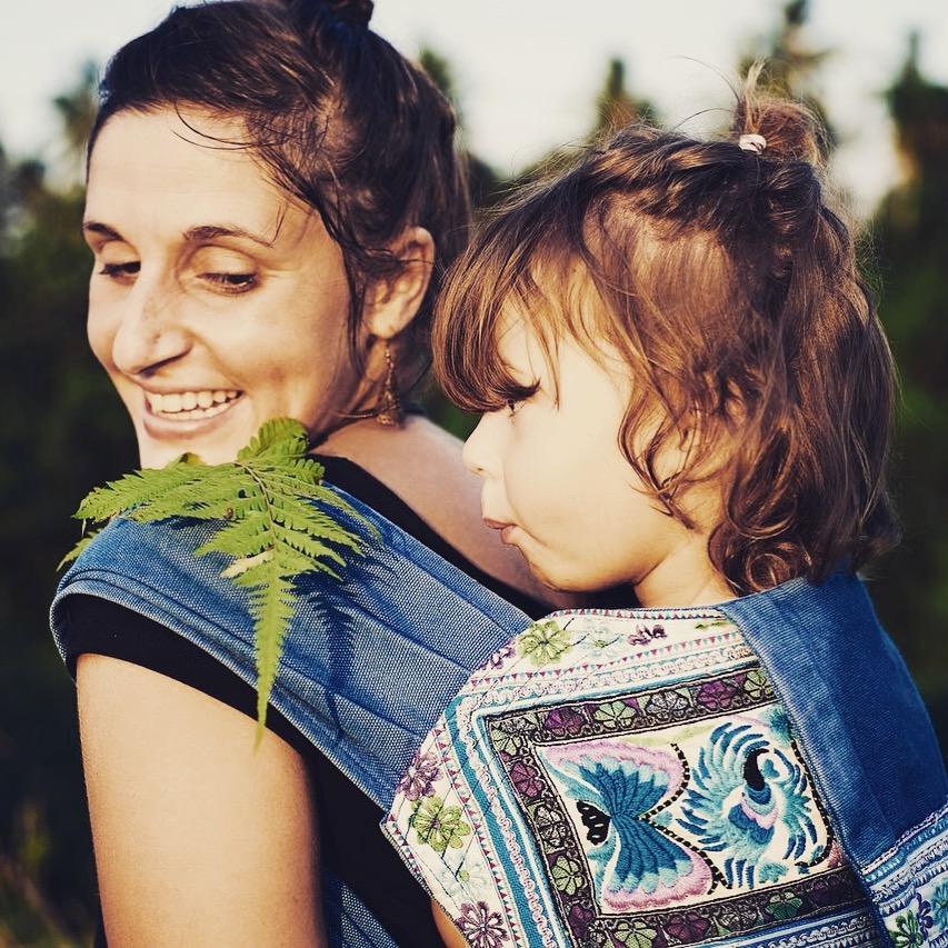 Mama mit bedürfnisstarkem Kind auf Reisen