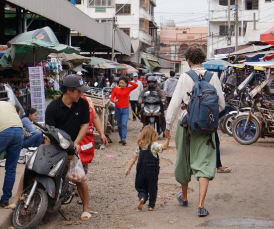 Vater mit Kind in Asien